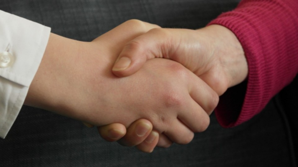 handshake_SAM_0307